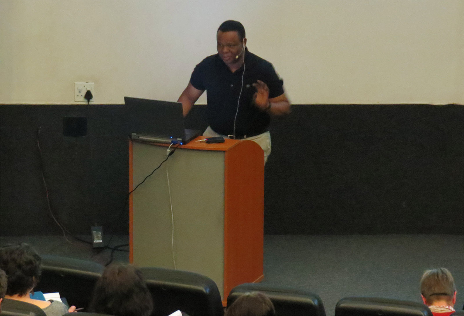 Click the image for a view of: Dr. Sikhumbuzo Mngadi speaking at the roundtable: South African book arts as a democratic force. Sunday 26 March