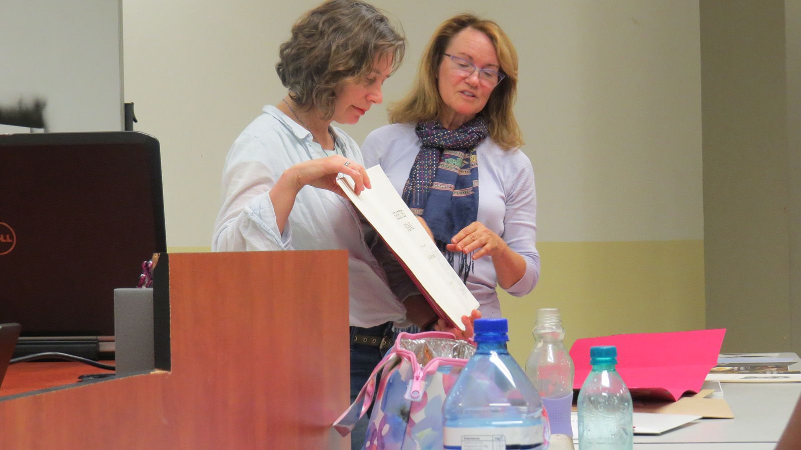 Click the image for a view of: Sue Gosin and Eliza Kentridge discussing Elizas book Selected Signs at the Department of Visual Arts Senior Student Seminar